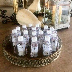 kleine Flascherl mit Blütensalz gefüllt