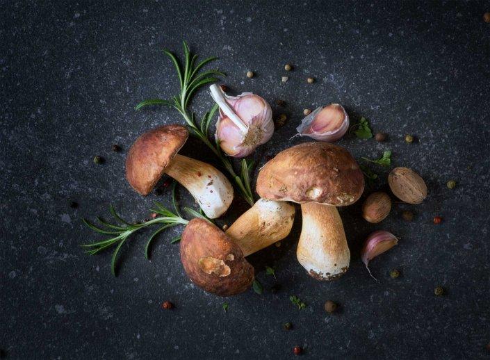 Pilze mit Rosmarin und Knoblauch