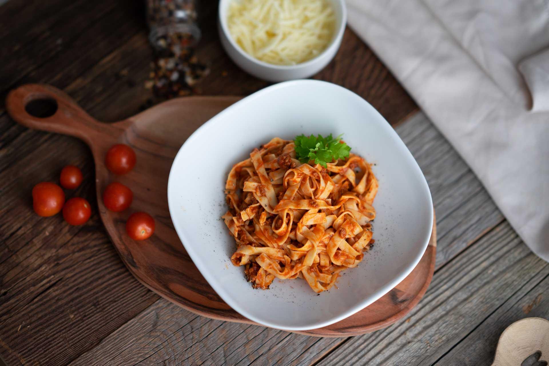 Spaghetti Bolognese, Fettucine Nudeln mit Parmesan